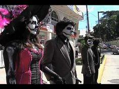 Con un siglo de tradición, la Catrina, figura que nació de la protesta popular, hoy es un elemento de identidad que complementa el festejo mexicano del Día d...