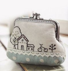 This is so sweet! Clutch Coin purse cosmetic Bag Handbag Wallet hand embroidery stitch sewing applique patchwork quilt PDF E Patterns Hand Embroidery Stitches, Embroidery Designs, Embroidery Purse, Frame Purse, Coin Purse Wallet, Coin Purses, Clutch Wallet, Sewing Appliques, Cotton Bag