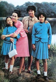 The Queen and The Princesses. King Phumipol, King Rama 9, King Of Kings, King Queen, King Thailand, Queen Sirikit, King Photo, Royal King, Bhumibol Adulyadej