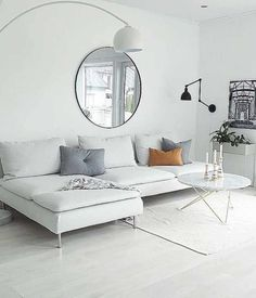 10 Minimalist Living Room Ideas That Will Inspire You To Declutter These 10 minimalist living room decor ideas will inspire you to clear the clutter and make your living space classic, clean and even more homely! Decor Room, Living Room Decor, Appartement New York, Living Room Designs, Living Spaces, Sofa Design, Interior Design, Muebles Living, Minimalist Living
