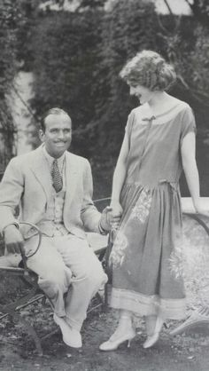 Douglas Fairbanks and Mary Pickford Hollywood Couples, Vintage Hollywood, Edna Purviance, Douglas Fairbanks, Mary Pickford, Blue Garden, Famous Men, Fashion 1920s, Men Fashion
