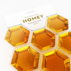 Homey is a flower honey packaging concept. The pack made from natural bee house — honeycomb, connected between each other. Each portion of Homey is clear and transparent, so you can easily notice different sorts of honey and the beauty of each. Honey Packaging, Food Packaging, Honey Store, Honey Bottles, Honey Brand, Using A Paint Sprayer, Article Design, Bottle Design, Apps
