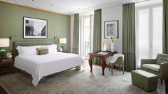 Book the Four Seasons Executive Suite at Four Seasons Hotel Milano, offering separate areas for work, sleep and recreation while visiting Milan.