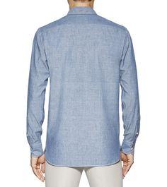 ERMENEGILDO ZEGNACHEMISES:         Cette chemise bleu clair en denim possède des coutures de finition contrastées blanches sur les poches et la patte de boutonnage ainsi que