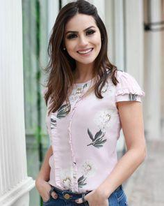 """1,617 curtidas, 30 comentários - DOCE FLOR (@doceflorsp) no Instagram: """"{Lançamento} Detalhes dessa blusa linda floral estampa exclusiva na querida @camybaganha! """""""