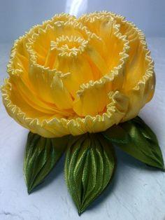 I mycdn me image plc=mobile tkn= Ribbon Art, Diy Ribbon, Fabric Ribbon, Ribbon Crafts, Flower Crafts, Diy Crafts, Cloth Flowers, Diy Flowers, Fabric Flowers