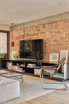 Um nice apartment with rustic textures and a modern touch Brick Wall Tv, Tv Wall Design, House Design, Interior Architecture, Interior Design, Home Building Design, Cool Apartments, Living Room Tv, Industrial House