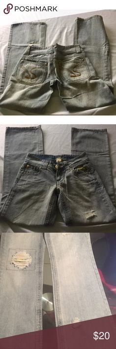 """Jessica Simpson Embroidered Medium Jeans SIZE 1 Jessica Simpson Embroidered Medium Blue Wash Jeans with Flowers SIZE 1 Descriptions: Brand- Jessica Simpson Tag Size- 1 Color-Light Blue Jeans Unique Design Pet Free Smoke Free  Measurements: Waist- 14"""" Rise-9"""" Length-38"""" Inseam-32"""" Leg Opening-9"""" Thank You for Shopping at Chiqui's Spot  -Shipping  Item will ship within 1 business day Jessica Simpson Jeans"""