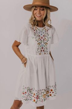 Create unique looks with this floral embroidered dress! Featuring floral embroidery this floral modest embroidered dress is delicate and beautiful. Source by nonashandcraftedco dresses idea Casual Cotton Dress, Cotton Dresses, Modest Dresses Casual, Linen Dresses, Modest Outfits, Spring Dresses Casual, Modest Skirts, Fashionable Outfits, Casual Clothes