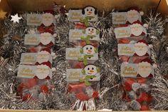 ¡Endulza la Navidad de tus seres queridos! Bolsitas: Papá Noel + bombones Bolsitas: Muñeco de nieve + bombones Texto: Feliz Navidad (personalizado)