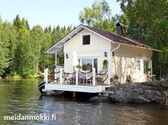 Just love the location of this cottage on the water. Lake Cottage, Cozy Cottage, Summer Cabins, Lakeside Living, Hygge, Getaway Cabins, Tiny Cabins, Small Buildings, Floating House