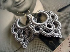 Face shapes that look beautiful with crochet earrings crochet earrings bonita crocheted over sterling silver hoop earring in silvery taupe IBYTHCL Crochet Diy, Crochet Motifs, Crochet Crafts, Crochet Projects, Tutorial Crochet, Crochet Earrings Pattern, Crochet Jewelry Patterns, Crochet Accessories, Crochet Necklace