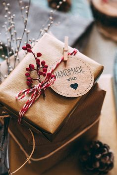 Homemade DIY Valentines's day Gift Wrapping; Simple and Easy Pretty Gift Packaging; # DIY Gifts for women 42 Ideas of DIY Holiday Gift Wrapping Decorations Diy Holiday Gifts, Christmas Gift Decorations, Christmas Gift Wrapping, Diy Gifts, Christmas Diy, Holiday Ideas, Christmas Wreaths, Christmas Presents, Homemade Christmas