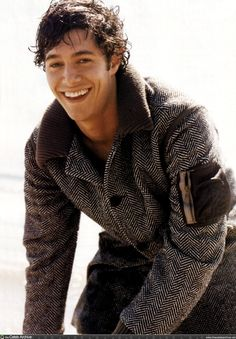adam! what a great smile :) gosh i was soo in love with him when the O.C was on