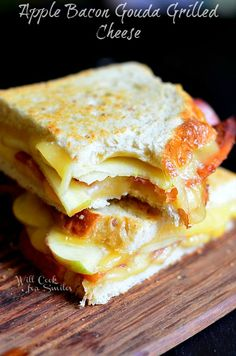 Apple Bacon Gouda Grilled Cheese | willcookforsmiles.com #apple #bacon #sandwich