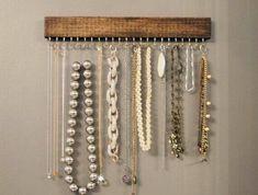 ▷ ideas on how to make a jewelry stand yourself - Dekoration - Schmuck Diy Jewelry Holder, Jewelry Stand, Diy Jewelry Making, Jewelry Box, Jewellery, Door Beads, Diy Collier, Jewelry Frames, Ideias Diy
