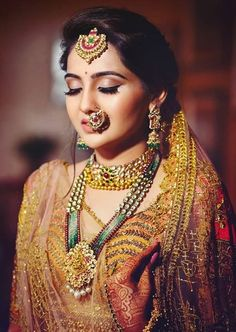 Indian bride in traditional gold wedding jewellery. wedding jewellery Indian Bride In Traditional Gold Wedding Jewellery Indian Wedding Makeup, Indian Wedding Bride, Best Bridal Makeup, Indian Bridal Outfits, Indian Bridal Hairstyles, Bridal Makeup Looks, Gold Wedding, Indian Makeup, Wedding Wear