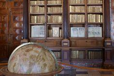 Real Biblioteca del Monasterio de El Escorial - Salón principal Escorial Madrid, Mary Stuart, Bookcase, Shelves, Home Decor, Shelving, Decoration Home, Room Decor, Bookcases