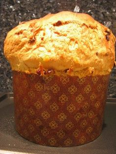 the typical brioche of the Christmas period: panettone - Dessert Bread Recipes Donuts, Donut Recipes, Dessert Recipes, Cooking Time, Cooking Recipes, Desserts With Biscuits, Brioche Bread, Sweet Buns, Gastronomia