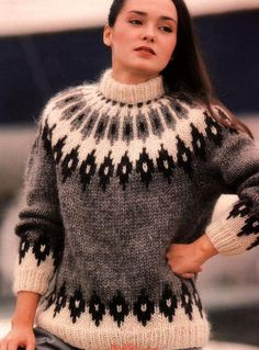 Jacquard pullover with a round yoke