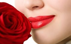 This is one of the most important questions which keeps coming in our mind that how to apply lipstick so that our lips looks great and beautiful. As we all know that our lips get drier and thinner with the increase in age, especially the upper lip.