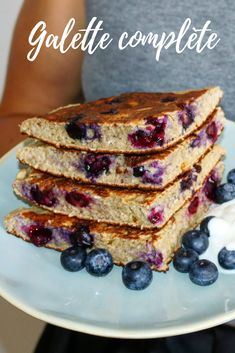 GALETTE COMPLÈTE Recipe for the complete breakfast cake. Healthy, complete and terribly addictive Healthy Breakfast Recipes, Easy Healthy Recipes, Snack Recipes, Snacks, Healthy Food, Galette Complete, Breakfast Cake, Desserts, Lactose