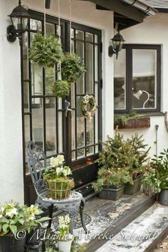 Awesome Outdoor Front Porch Christmas Decorations for the Holiday Season – Outdoor Christmas Lights House Decorations Christmas Rose, Christmas Porch, Outdoor Christmas Decorations, Scandinavian Christmas, Rustic Christmas, Winter Christmas, Holiday Decor, Outdoor Decor, Home Decoracion