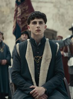 The first image from the Netflix movie The King reveals Timothée Chalamet in the Shakespeare adaptation, which also stars Robert Pattinson. The King Timothee Chalamet, King Henry V, Robert Pattinson, Joel Edgerton, Catherine De Valois, New Movies, Movies And Tv Shows, Drama Movies, Indie Movies
