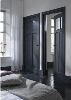 Dark doors and black floor Estilo Interior, Interior Styling, Interior Design, Interior Office, Dark Doors, Grey Doors, Black Floor, Home Bedroom, Bedroom Doors