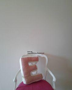 bicho feo - cuscino a forma di lettera E http://elbichofeo.blogspot.com