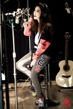 IU☆Casual sweatpants and sweatshirt look♡ Iu Fashion, Korean Fashion, Kpop Girl Groups, Kpop Girls, Most Beautiful Faces, Korean Star, Korean Music, Girl Day, Asian Style