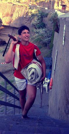 Federico rientra soddisfatto portando #vela e timone.