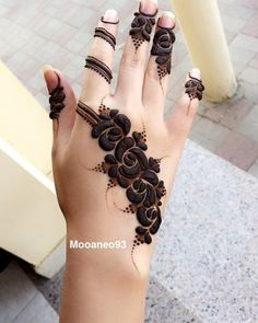 Explore latest Mehndi Designs images in 2019 on Happy Shappy. Mehendi design is also known as the heena design or henna patterns worldwide. We are here with the best mehndi designs images from worldwide. Khafif Mehndi Design, Mehndi Designs For Kids, Latest Arabic Mehndi Designs, Mehndi Designs Feet, Mehndi Designs Book, Finger Henna Designs, Modern Mehndi Designs, Mehndi Design Pictures, Mehndi Designs For Fingers