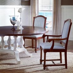 #mackenziedow Pedestal table with our Tavern Chair. Fine dining at home. .....#furniture #furnituredesign #mackenziedowfurniture #interiordesign #interior #home #dining #diningroom #diningtable #traditional #finedining #madeinusa #madeinamerica 🇺🇸 #proud #wv #huntingtonwv