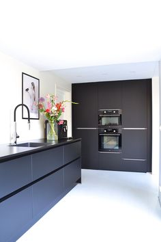 23 veces he visto estas serenas cocinas modernas. colosal cocinas modernas Blanco Y Negro Home Kitchens, Best Kitchen Designs, Modern Kitchen, New Kitchen, Home Decor Kitchen, Kitchen Interior, Interior Design Kitchen, Minimalist Kitchen, Industrial Style Kitchen