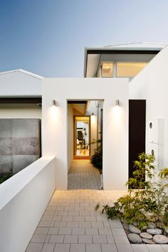 I post Interior Design & Exterior Architecture. Modern Entrance, Modern Entry, Entrance Design, Design Exterior, Interior And Exterior, Modern Interior, Contemporary Architecture, Interior Architecture, Exclusive Homes