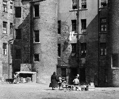 Glasgow Museum, Glasgow City, Retro Photography, Yellow Houses, Home Art, Street View, History, Historia, Vintage Photography