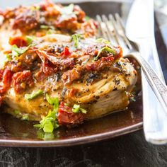 Creamy Sun-dried Tomato Chicken requires 8 ingredients and is super yummy!  #sundriedtomato #chicken #easyrecipes