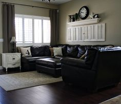 love the black tan and white front room