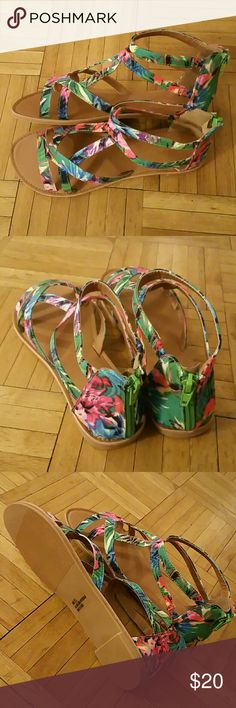 Dream Pairs Zipper Back Gladiator Sandals 7.5 New in box beautiful design multi color flat sandals. Zipper fastening in the back. Size 7.5 from Dream Pairs in original packaging. Dream Pairs Shoes Sandals