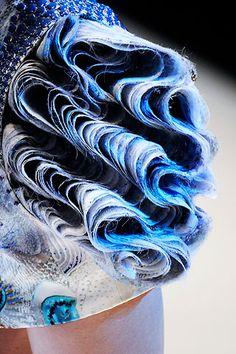 Alexander McQueen Look Fashion, Fashion Details, Trendy Fashion, Fashion Art, New Fashion, Fashion Show, Fashion Design, Ballet Fashion, Fashion Studio