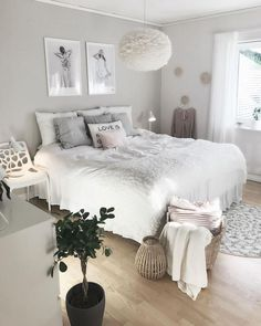 25 Cozy Bedroom Decor Ideas that Add Style & Flair to Your Home - The Trending House Bedroom Interior, Cozy Home Decorating, Stylish Bedroom, Girl Bedroom Decor, Bedroom Makeover, Home Decor, Luxurious Bedrooms, Small Bedroom, Stylish Bedroom Design