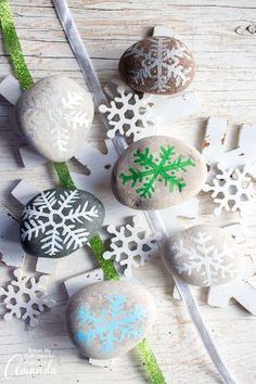 Add a fun little accent to your holiday decor with these painted rock snowflakes. Grab the template for this simple and relaxing rock painting craft. Summer Arts And Crafts, Arts And Crafts For Teens, Art And Craft Videos, Arts And Crafts House, Crafts For Seniors, Winter Crafts For Kids, Elderly Crafts, Easy Halloween Crafts, Christmas Crafts For Gifts