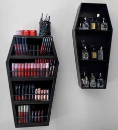 Unique Gothic Home Decor For Halloween That Everyone Should Keep - When many people hear of Gothic home decor they picture someone that only dresses in black and wears black lipstick. The reality of the matter is that. Gothic Room, Gothic House, Goth Home Decor, Diy Home Decor, Beauty Room, My New Room, Room Inspiration, Goth Bedroom, Gothic Bedroom Decor