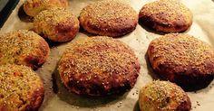 Hvis man spiser SENSE kost, er disse boller rigtigt gode. Og køkkenet dufter så skønt af almindelig brød. Opskriften, jeg er inspireret af, ...