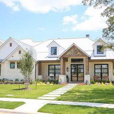 45 Beautiful Modern Farmhouse Exterior Design Ideas #modernfarmhouse #house #housedesign ~ aacmm.com