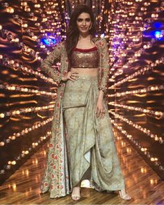 My ideas in 2019 fashion, indian designer wear, indian wedding outfits. Indian Gowns Dresses, Indian Fashion Dresses, Indian Designer Outfits, African Fashion, Fashion Outfits, Indian Wedding Outfits, Indian Outfits, Indian Attire, Party Looks