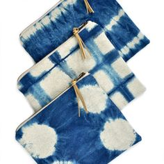 Shibori zip pouch – indigo dyed linen – finished with a brass zipper and a gold-flecked faux leather pull