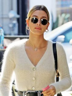 Hailey Bieber Just Tried What I Call the 'Parisian Tuck' — Who What Wear Beige Cardigan, Knit Cardigan, Cardigan Outfits, Best Travel Clothes, Best Cardigans, Angora, French Girls, Girls Sweaters, Girls Wear