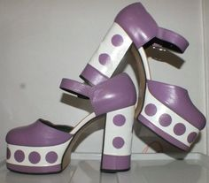 Amazing 1970s purple and white platform vintage shoes. There are amazingly high vintage 70s platforms. The body of the shoe is made of purple